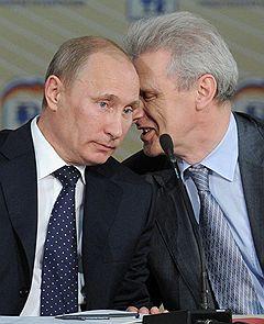 Председатель правительства России Владимир Путин (слева) и министр образования и науки России Андрей Фурсенко (справа) на VI съезде Всероссийского педагогического собрания