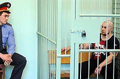 """Приговоренный к пожизненному заключению Алексей Воеводин во время оглашения приговора ОПГ """"Боровикова - Воеводина"""" в Городском суде. Фигурантами по делу проходят 13 человек. Они обвиняются в восьми нападениях и семи убийствах, среди которых убийство этнографа Н.Гиренко, студентов из Сенегала и КНДР, гражданина Узбекистана"""