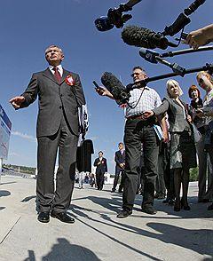 Заместитель председателя аравительства России Игорь Сечин (слева)
