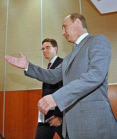 Премьер–министр Финляндии Юрки Катайнен (слева) и председатель правительства России Владимир Путин (справа) во время официальной встречи