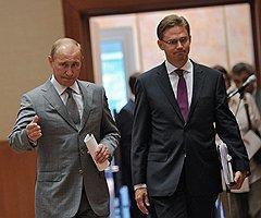 Председатель правительства России Владимир Путин (слева) и премьер–министр Финляндии Юрки Катайнен (справа) перед совместной пресс-конференцией по итогам переговоров