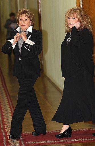 Лебединую песню петербургский губернатор Валентина Матвиенко (слева) исполнила в честь Аллы Пугачевой (справа)