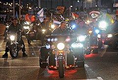 """Председатель правительства России Владимир Путин (в центре) на XVI международном шоу мотоциклистов """"Эпилог"""""""