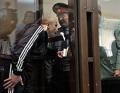 """Обвиняемый по уголовному делу об организации """"ореховской"""" преступной группировки Марат Полянский (слева) во время оглашения приговора в Московском городском суде"""