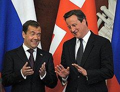 Президент России Дмитрий Медведев (слева) и премьер-министр Соединенного Королевства Великобритании и Северной Ирландии Дэвид Кэмерон (справа)