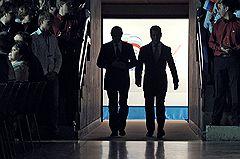 """Председатель правительства России Владимир Путин (слева) и президент России Дмитрий Медведев (справа) на заседании XII съезда Всероссийской политической партии """"Единая Россия"""""""