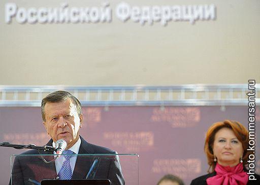 Первый заместитель председателя правительства России Виктор Зубков (слева) и министр сельского хозяйства России Елена Скрынник (справа)
