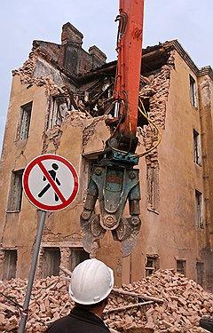 Снос старинного жилого дома на улице Профессора Ивашенцева (угол Тележной)