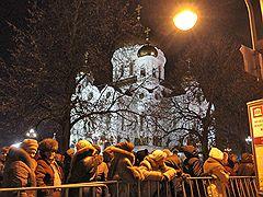 Очередь к поясу Богородицы в Москве