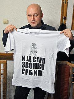 Предпринимателя Звонко Веселиновича в Косово знает каждый: его техника прокладывает в горах объездные дороги в Сербию, она же используется для возведения баррикад