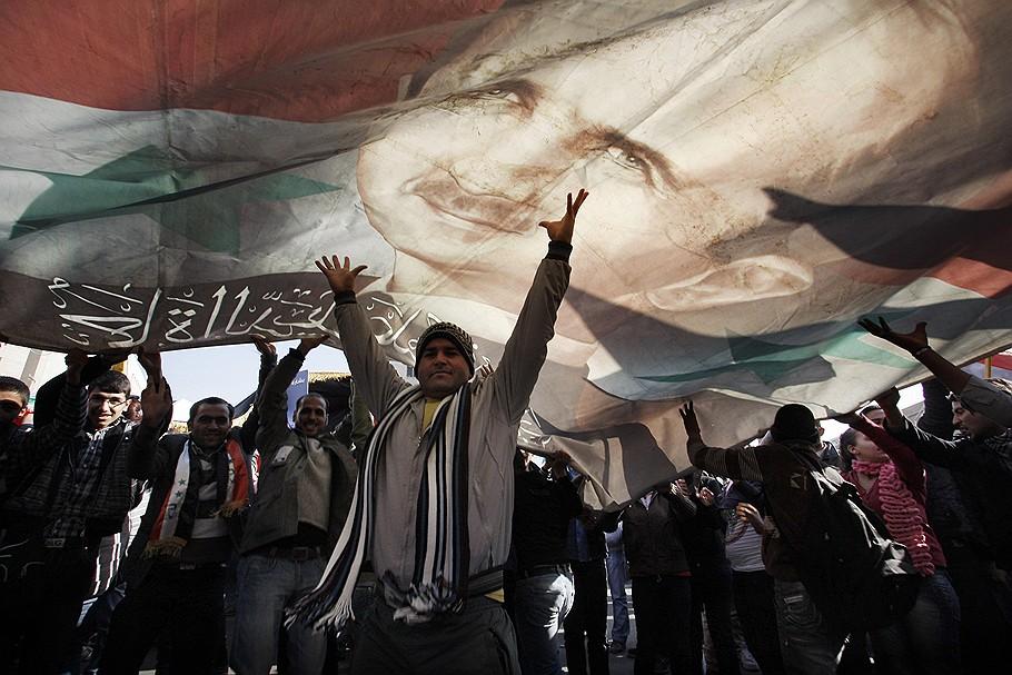 Пока на северо-западе Сирии идут бои, в Дамаске организуют митинги в поддержку Башара Асада