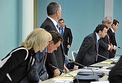 Президент России Дмитрий Медведев (в центре) на заседании Государственного совета России, посвященном усилению государственной гарантии защиты прав потребителей в России