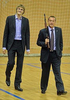 Баскетболист Андрей Кириленко и президент ЦСКА Андрей Ватутин