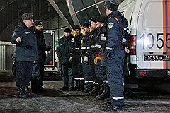 """Последствия взрыва в аэропорту """"Домодедово"""". Сотрудники службы спасения у здания аэропорта"""