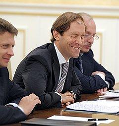 И. о. министра промышленности Денис Мантуров не жалеет бюджетных денег на поддержку авиастроителей