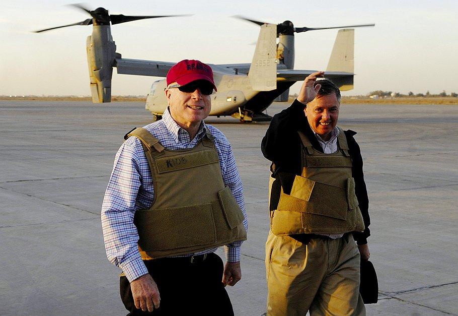 Уже сегодня Джон Маккейн (слева) отправится в Египет убеждать Каир разорвать последние связи с Башаром Асадом