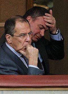 Министр иностранных дел России Сергей Лавров (слева) и министр обороны России Анатолий Сердюков (справа)