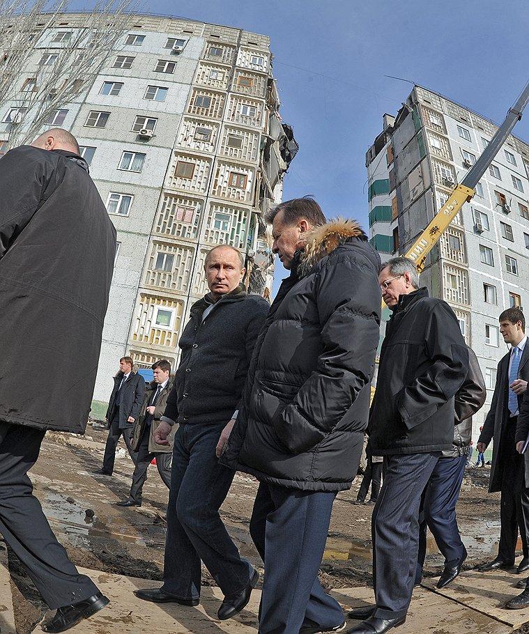Владимир Путин, только своими глазами осмотрев дом №150 по улице Островского в Астрахани, видимо, понял, что живых под развалинами быть не может