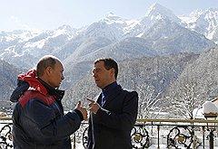 Владимир Путин и Дмитрий Медведев во время посещения олимпийского объекта в Красной поляне