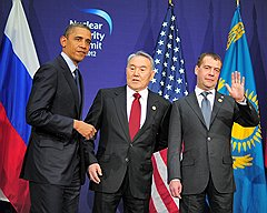 Президент США Барак Обама, президент Казахстана Нурсултан Назарбаев и президент России Дмитрий Медведев во время встречи на саммите по ядерной безопасности
