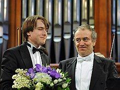 Открытие Пасхального фестиваля показало, что игре Даниила Трифонова (слева от Валерия Гергиева) не хватает масштабности и артистического апломба