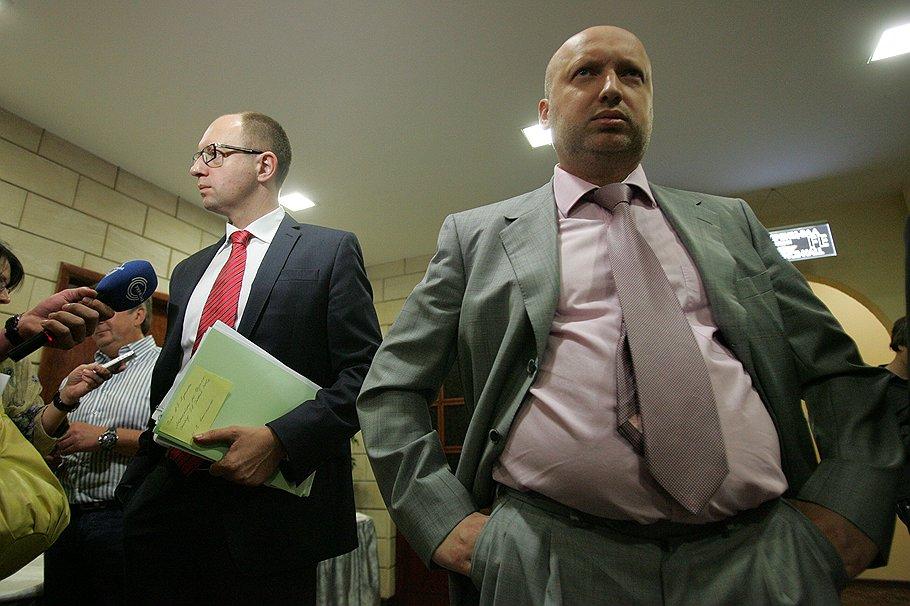 На выборы объединенную украинскую оппозицию поведут Арсений Яценюк (слева) и Александр Турчинов (справа)