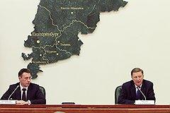 Полномочный представитель президента России в УрФО Игорь Холманских (слева) и руководитель администрации президента России Сергей Иванов (справа) во время представления полпреда главам регионов УрФО в резиденции полпреда