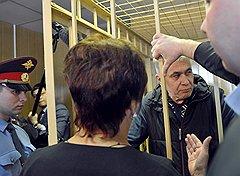 Генерал-лейтенант МВД Александр Боков (справа), обвиняемый в хищении почти 10 миллионов долларов, во время оглашения приговора по его делу в Никулинском суде