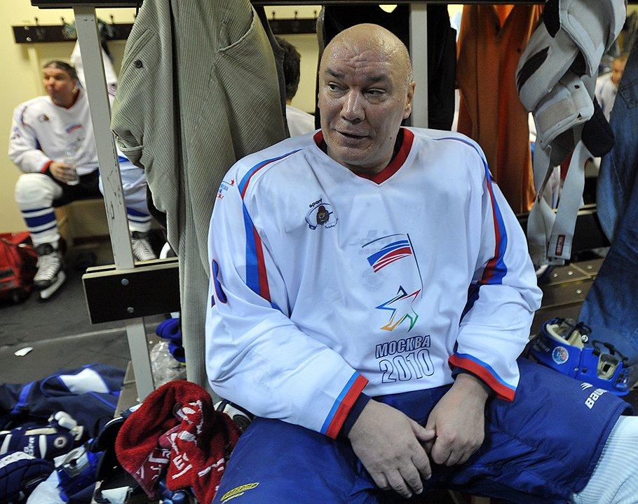 Новым директором ФСИН был назначен Геннадий Корниенко, который, так же как и его предшественник, не имел отношения к тюремной системе
