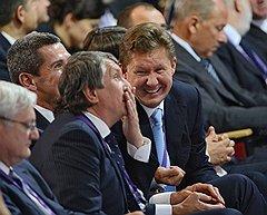"""В день рождения Игоря Сечина равнодушных в зале не было (справа — глава """"Газпрома"""" Алексей Миллер)"""