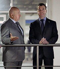 """Сложные отношения между мэром Юрием Лужковым и президентом Дмитрием Медведевым довели мэра до отставки """"за утрату доверия"""""""