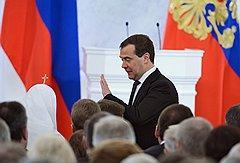 Автор предыдущего послания к Федеральному собранию премьер-министр России Дмитрий Медведев занимал на этот раз место в том же первом ряду, что и год назад Владимир Путин