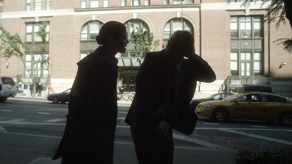 После аварии главная героиня «Побочного эффекта» (Руни Мара) поступает на попечение психиатра-англичанина (Джуд Лоу)