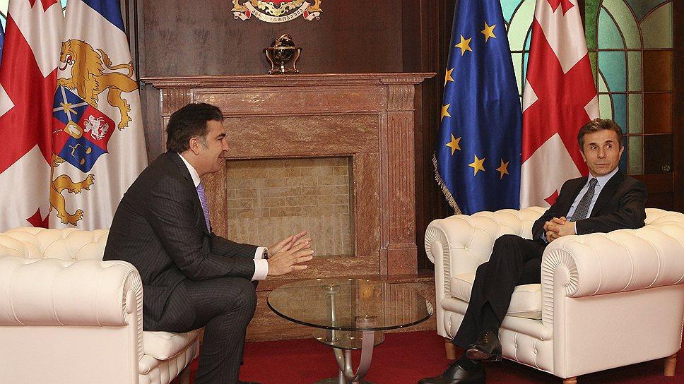 Президент Грузии Михаил Саакашвили (слева) и премьер Бидзина Иванишвили (справа) по-разному смотрят на конституционную реформу