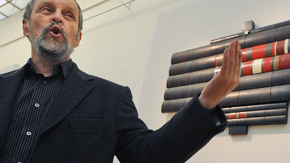 Экспозиция Бориса Орлова охватывает и дневниковое личное, и монументальное государственное