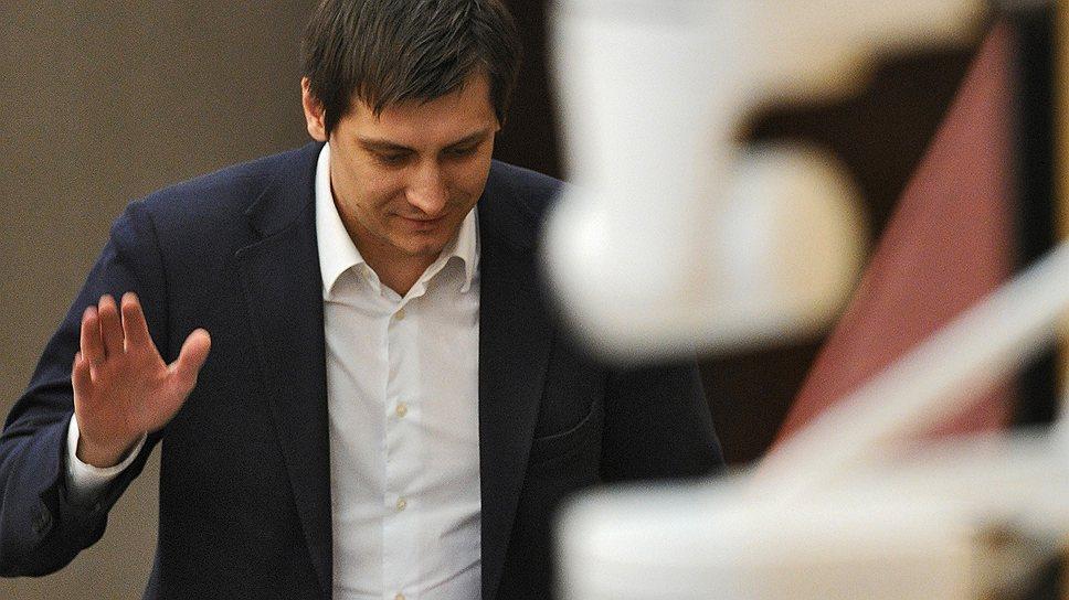 """Коллеги по Госдуме решили, что после """"антироссийских выступлений"""" на форуме в США Дмитрию Гудкову стоит распрощаться с депутатским мандатом"""