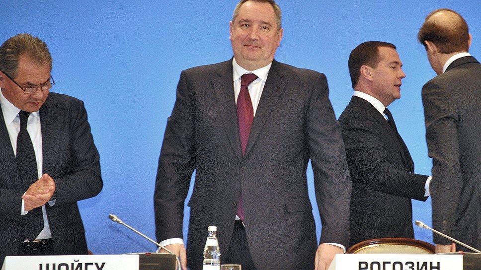 Сергей Шойгу вчера попросил отстранить Минобороны от решения ценовых вопросов, а Дмитрий Рогозин готовится решить этот вопрос уже к июлю
