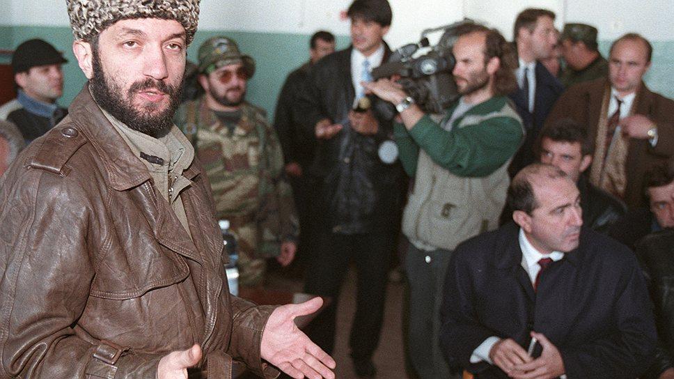 На посту заместителя секретаря Совета безопасности Борису Березовскому приходилось часто бывать в Чечне