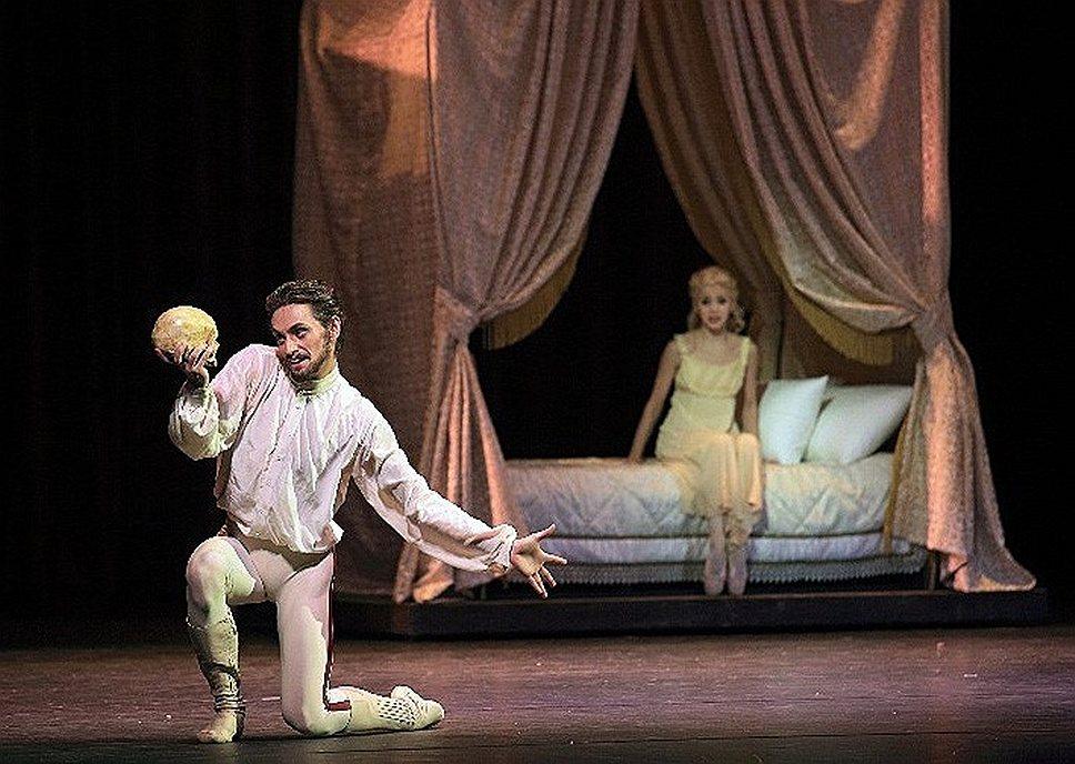 """В балете """"Майерлинг"""" Сергей Полунин играет австрийского кронпринца Рудольфа во всем великолепии шекспировских страстей"""