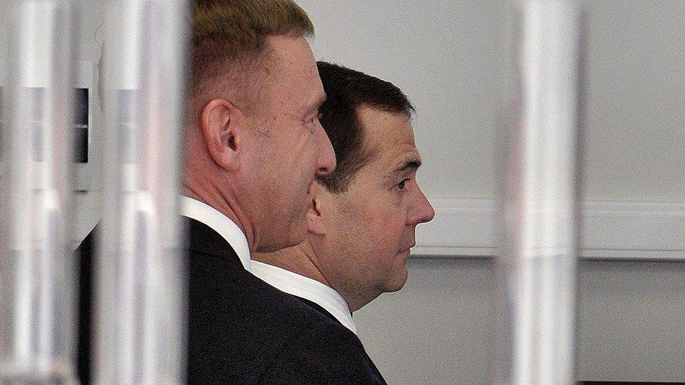 Министр образования и науки Дмитрий Ливанов (на переднем плане) и премьер-министр РФ Дмитрий Медведев выступили оппонентами некачественным научным работам
