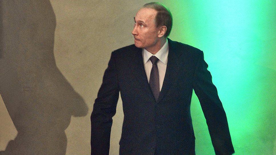 Госслужба и прозрачна и трудна / Владимир Путин создал механизм президентского контроля за доходами и расходами чиновников