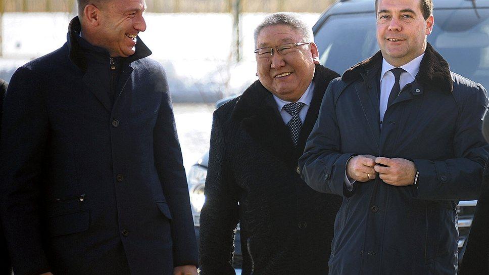 Дмитрий Медведев (справа) провел госпрограмму развития Дальнего Востока сквозь строй участников профильной госкомиссии