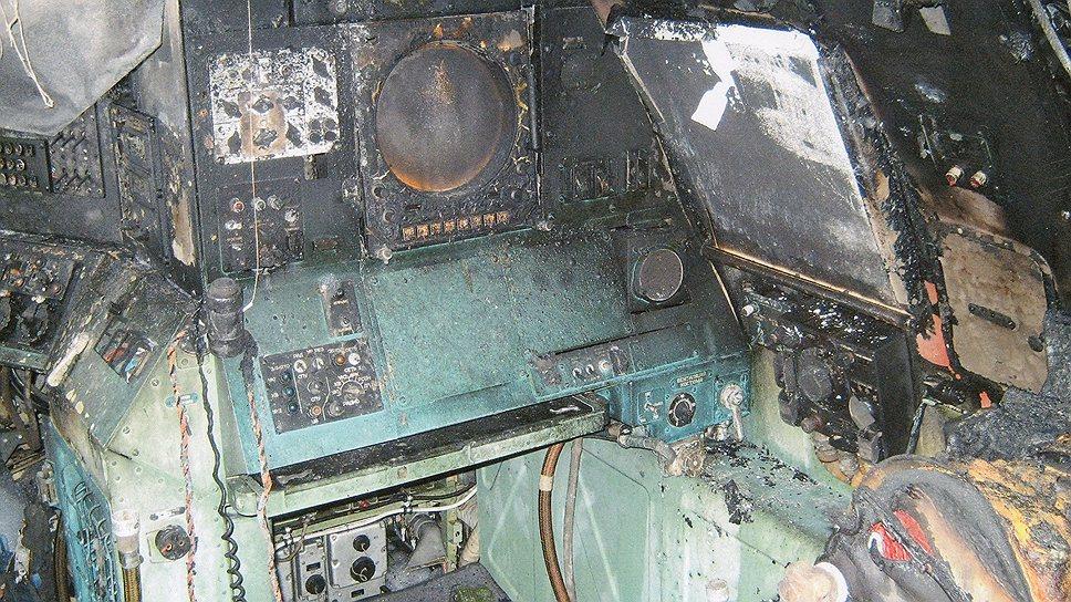 """""""Задымление"""", о котором сообщали чиновники из управления пресс-службы и информации Минобороны РФ, превратило рабочие места экипажа Ту-95МС в обуглившиеся руины. Восстанавливать здесь нечего"""