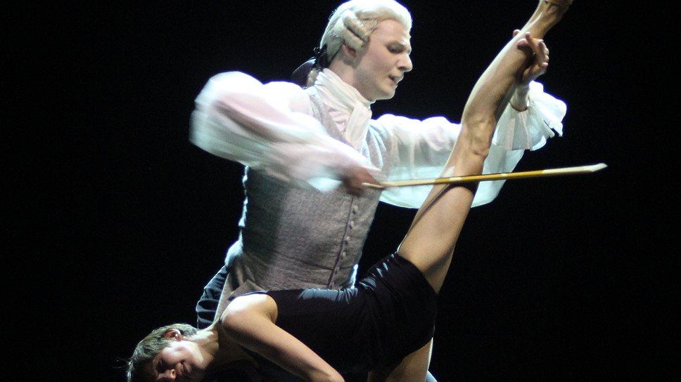 """Лондонская публика нашла в балете Начо Дуато """"Многогранность. Формы тишины и пустоты"""" много смешного там, где хореограф был абсолютно серьезен"""