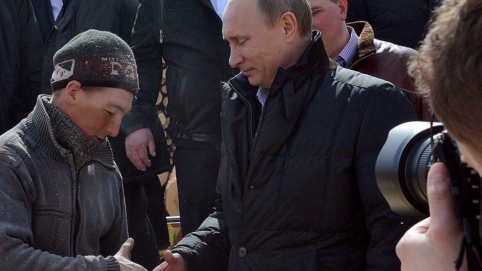 """Встретившись на лесозаготовке с предпринимателем Сергеем Кухтиным, Владимир Путин еще не знал, что через несколько часов тот станет счастливым обладателем телефона главы """"Росатома"""" Сергея Кириенко"""