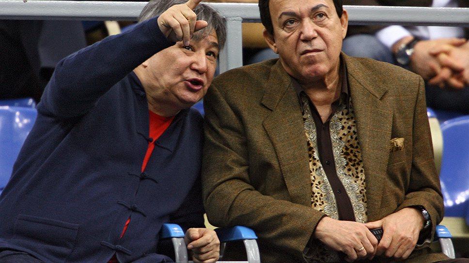 Алимжана Тохтахунова (слева) американские прокуроры повысили с авторитетного предпринимателя до лидера преступной группы