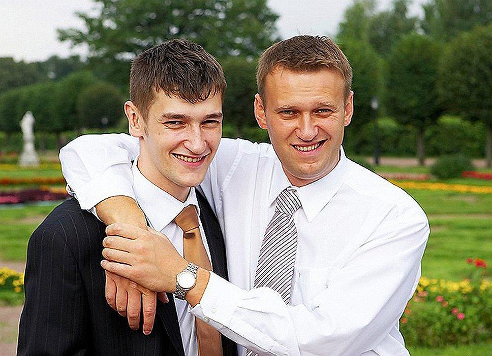 Братья Алексей (справа) и Олег Навальные подозреваются еще в одном мошенничестве