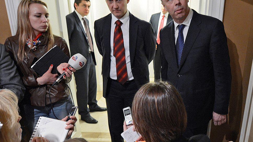 """После совещания министр экономического развития Андрей Белоусов и министр финансов Антон  Силуанов (справа) рассказали журналистам, что замедление темпов экономического развития — """"это сложный феномен"""""""