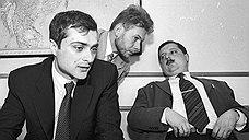 До прихода во властные структуры Владислав Сурков работал в частном бизнесе (на фото в должности первого зампреда совета Альфа-банка). Возможно, ему теперь придется вспомнить былой опыт