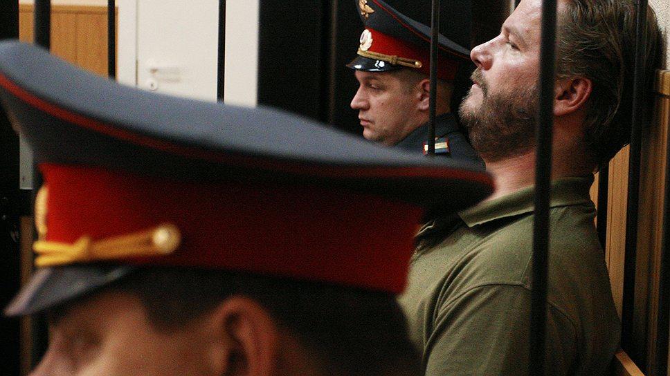 """Вадим Бойко (справа), известный как """"жемчужный прапорщик"""", арестован за стрельбу в чебуречной"""